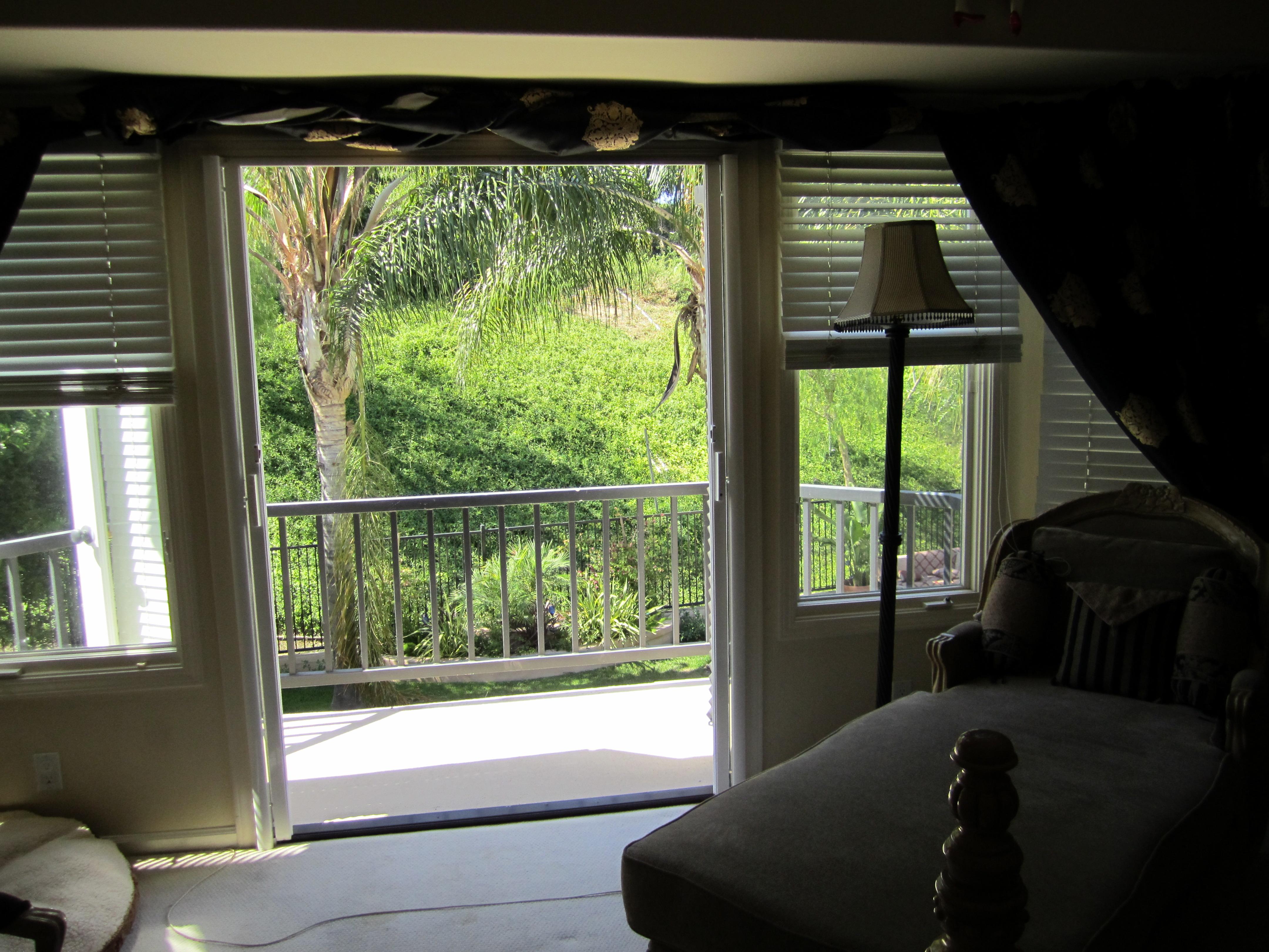 Retractable Screen Doors in Woodland Hills